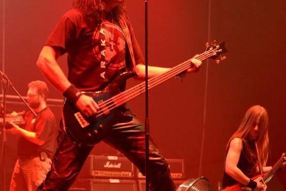 Arakain XXX Menhir on stage